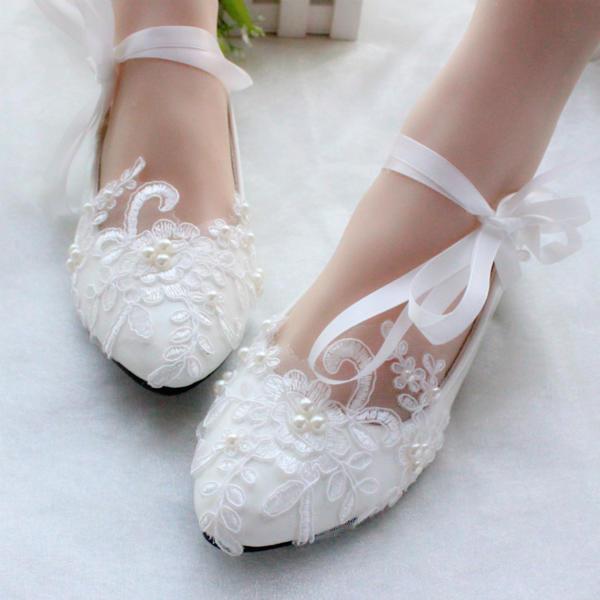 5a69bda47e63c [US$ 27.99] Frauen Lackleder Flascher Absatz Geschlossene Zehe Flache  Schuhe mit Nachahmungen von Perlen Zuschnüren Applikationen - Elleins