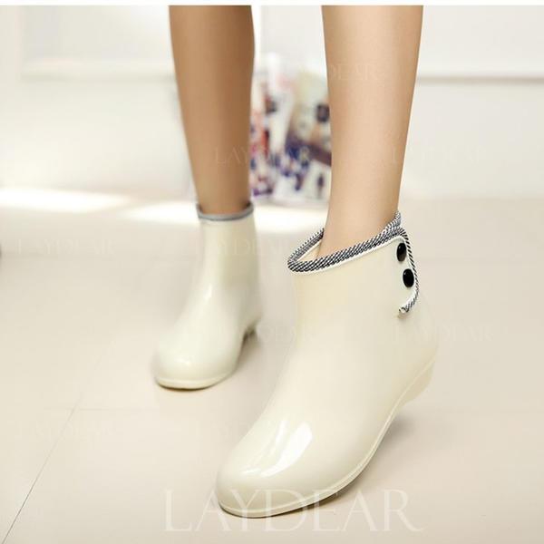 Frauen PVC Niederiger Absatz Geschlossene Zehe Stiefel Stiefelette Regenstiefel mit Niete Schuhe