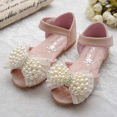 Girl's Leatherette Flat Heel Peep Toe Sandals Flats Flower Girl Shoes With Bowknot Imitation Pearl Velcro