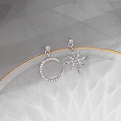 En forme d'étoile Alliage Strass avec Étoile Lune Boucles d'oreilles 2 PCS
