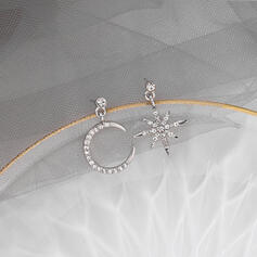 Star Shaped Alloy Rhinestones With Star Moon Earrings 2 PCS