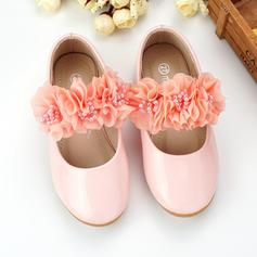Fille de similicuir talon plat Bout fermé Chaussures plates Chaussures de fille de fleur avec Brodé Une fleur