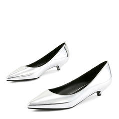 Kvinnor Lackskinn Låg Klack Pumps Stängt Toe med Andra skor