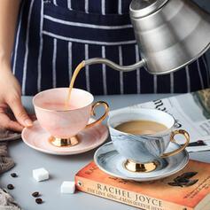 Delicato Elegante Di Ceramica Tazza Di Caffè Con Piattino