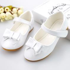 Fille de similicuir talon plat bout rond Ballet plat Chaussures plates Chaussures de fille de fleur avec Bowknot Velcro