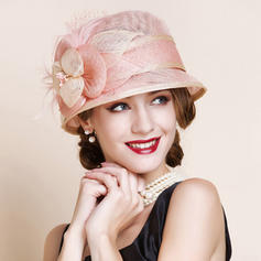 Ladies ' Smukke Kambriske med Fjer Bowler / Cloche Hat/Tea Party Hats