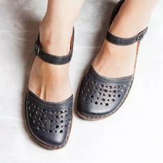 Mulheres PU Sem salto Sandálias Fechados com Fivela Oca-out sapatos