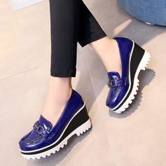 Frauen Lackleder Keil Absatz Geschlossene Zehe Keile mit Schnalle Schuhe