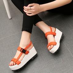 Kvinnor Konstläder Kilklack Sandaler Kilar Peep Toe med Spänne skor
