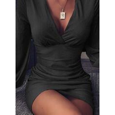 Pevný Dlouhé rukávy Přiléhavé Nad kolena Malé černé/Večírek Šaty
