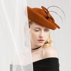 Dames Glamour/Style Classique/Gentil/Fantaisie Coton avec Feather Béret Chapeau