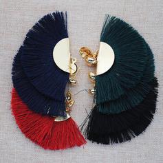 Stilvoll Bügeleisen mit Quasten Frauen Art-Ohrringe (Sold in a single piece)