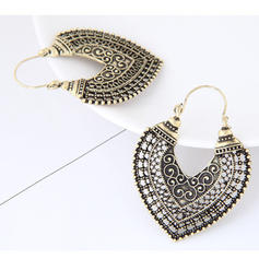 Chic Alloy Ladies' Fashion Earrings
