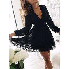 Koronka/Jednolita Długie rękawy W kształcie litery A Nad kolana Mała czarna/Przyjęcie/Elegancki Sukienki
