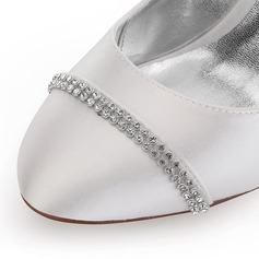 Frauen Satin Keil Absatz Geschlossene Zehe Absatzschuhe Färbbare Schuhe mit Strass
