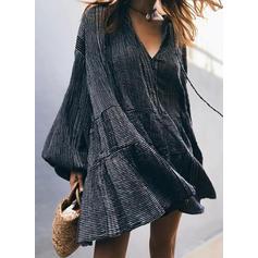 Μονόχρωμο Μακρυμάνικο Αμάνικο Μήκος Γόνατος Μικρό μαύρο/Καθημερινό Сукні