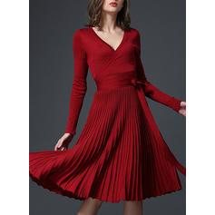 Couleur Unie Manches Longues Trapèze Longueur Genou Décontractée/Fête/Élégante Robes