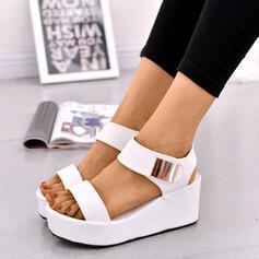Kvinnor PU Kilklack Sandaler Plattform Kilar Peep Toe Klackar med Spänne skor
