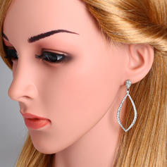 Unique Alloy Zircon With Zircon Women's Fashion Earrings (Sold in a single piece)