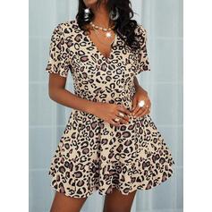 Leopardo Manga Curta Evasê Acima do Joelho Casual Vestidos
