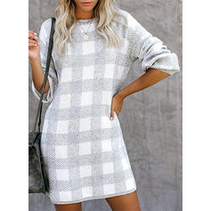 Rundhalsausschnitt Pulloverkleid