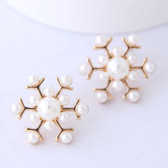Snowflake Alloy Imitation Pearls With Imitation Pearl Women's Fashion Earrings (Set of 2)