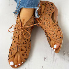 Mulheres PU Salto baixo com Oca-out sapatos