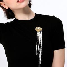 Unique Alloy With Rhinestone Women's Fashion Brooches