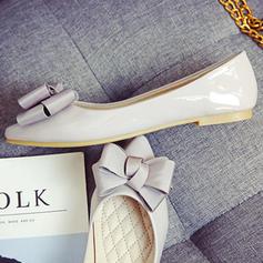Kvinnor Lackskinn Flat Heel Platta Skor / Fritidsskor Stängt Toe med Bowknot skor