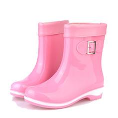 Naisten PVC Matala heel Suljettu toe Kengät Nilkkurit Kumisaappaat jossa Solki kengät