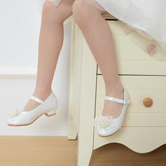 Fille de similicuir Low Heel bout rond Bout fermé Chaussures plates Chaussures de fille de fleur avec Boucle Perle d'imitation Fleur en satin