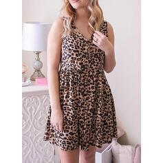 Leopardo Sem mangas Evasê Acima do Joelho Casual/Tamanho positivo Vestidos