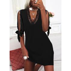 Solid Blonder 1/2-ermer Cold Shoulder Sleeve Sheath Overknee Lille svarte/Elegant Kjoler