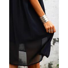 Krajka/Jednobarevné Krátké rukávy Splývavé Délka ke kolenům Malé černé/Elegantní Rochii