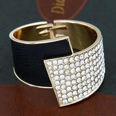 Schöne Legierung Damen Mode Armbänder