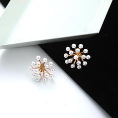 Blomst Formet Legering Imitert Perle med Imitert Perle Kvinner Fashion øredobber