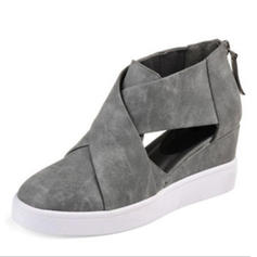 Kvinnor PU Kilklack Sandaler med Andra skor