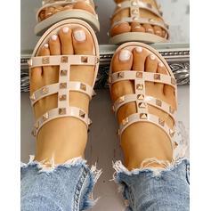 Frauen PVC Flascher Absatz Sandalen Peep Toe Pantoffel mit Niete Schuhe