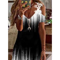 Imprimeu/Meyil Dantel Mâneci Scurte Soğuk omuz kılıfı Shift Elbiseleri Deasupra Genunchiului gündelik/Tatil Tunică Elbiseler