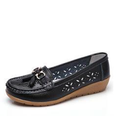 Kvinnor Konstläder Låg Klack Platta Skor / Fritidsskor Stängt Toe med Spänne Ihåliga ut skor
