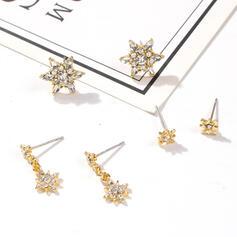 Luminoso en forma de estrella Aleación con Diamantes de imitación Pendientes 6 PCS