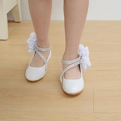 A menina de imitação de couro low Heel Toe rodada Fechados Bombas com Laço de cetim Velcro Aplicação de renda