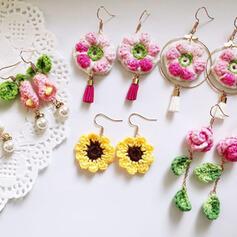 Exquis Charme Alliage avec une fleur Boucles d'oreilles