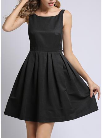 Jednolita Bez rękawów W kształcie litery A Nad kolana Mała czarna/Casual Sukienki