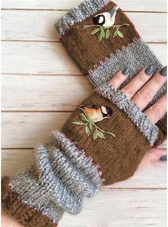 Retro /Wijnoogst aantrekkelijk/Koud weer handschoenen