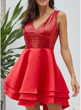 Sequins/Solid Sleeveless A-line Above Knee Little Black/Party Dresses