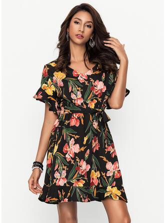 Floral V-neck Above Knee Shift Dress