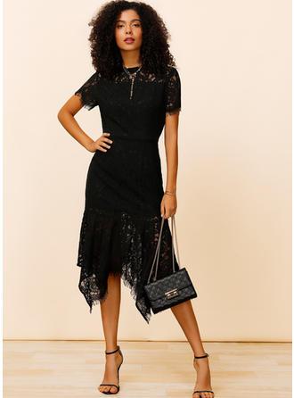 Dentelle/Couleur Unie Manches Courtes Fourreau Longueur Genou Petites Robes Noires/Fête/Élégante Robes