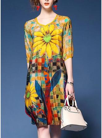 Floral V-neck Knee Length Shift Dress
