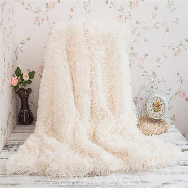 Super Soft Polyester Throw Blankets